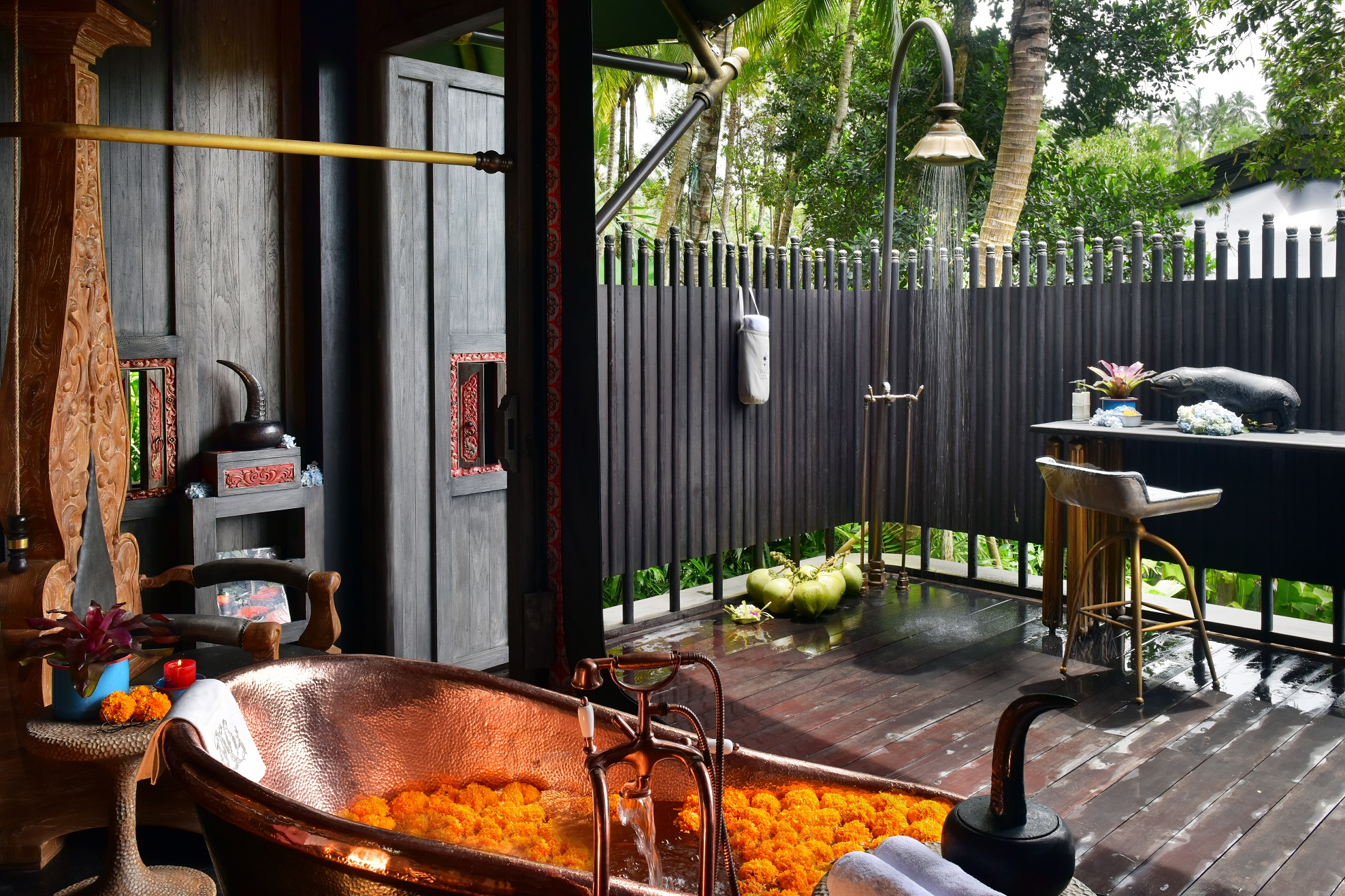 Capella-Ubud-Semi-outdoor-bathroom